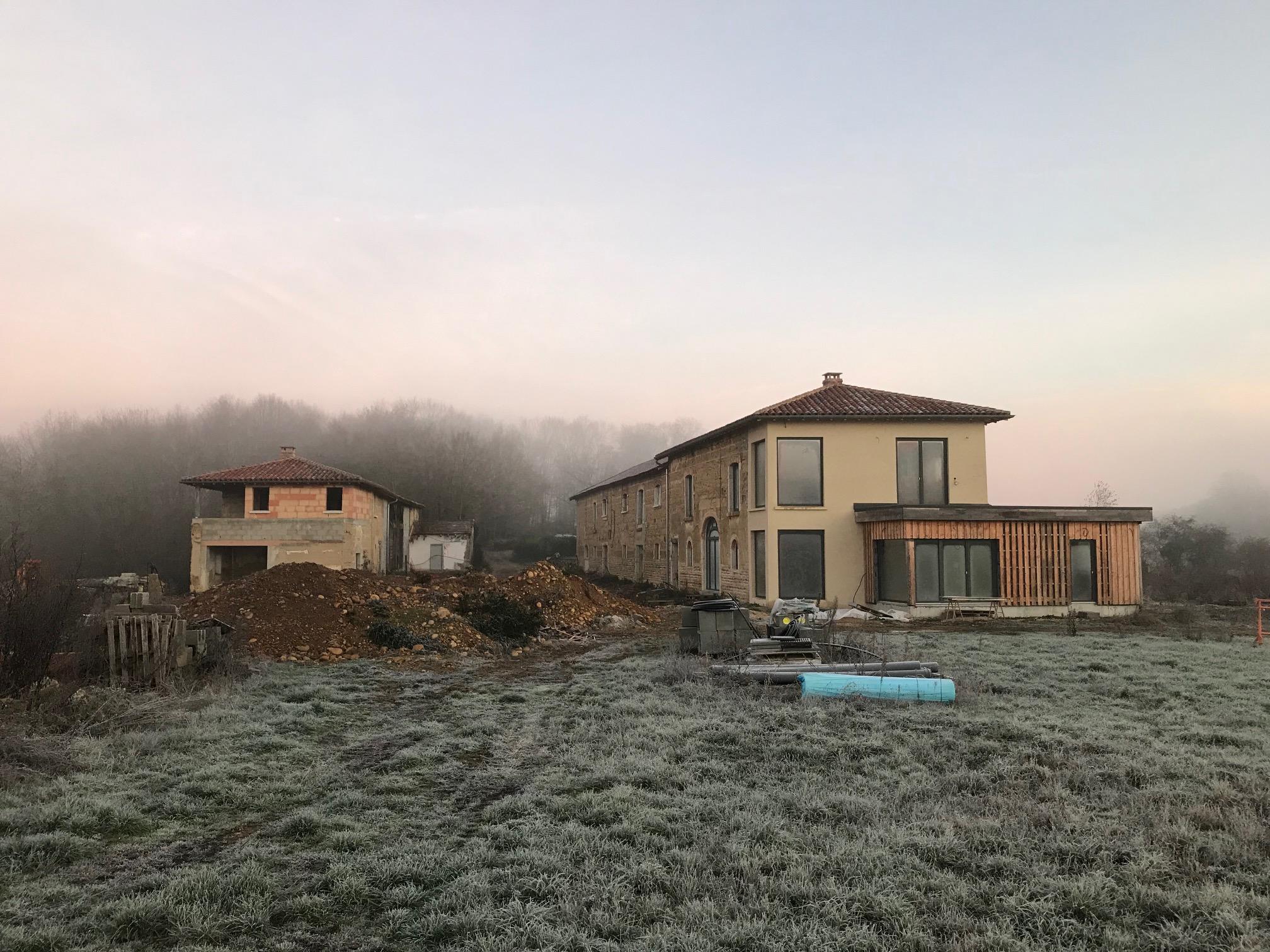 Visite de chantier : rénovation ferme en pisé dans les Dombes